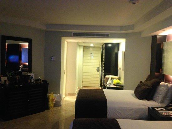 ME Cancun: Vista interno do quarto