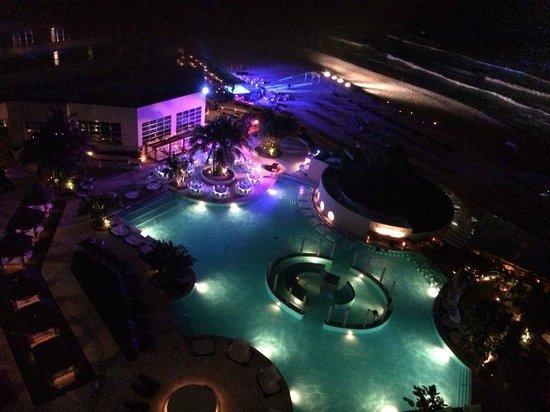 ME Cancun : Vista noturna do hotel