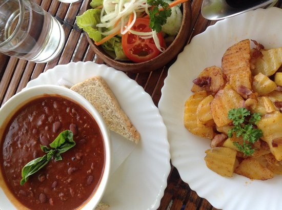 P&M Final Option Beach Resort: One of the dishes we ordered - chili con carne with fried potatoes
