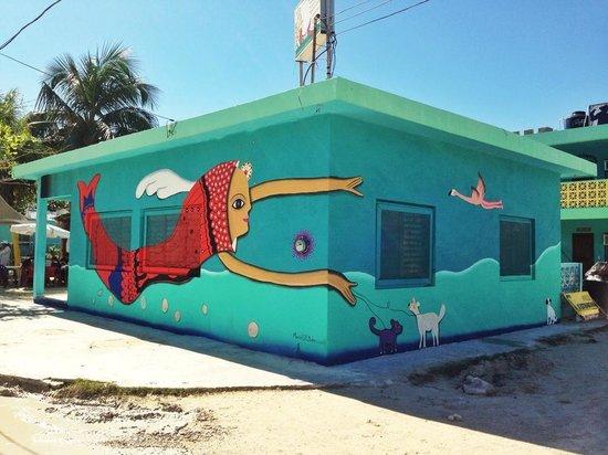 restaurant de leo: Vista exterior del Rest De Leo (Mural: Marisol D'Estrabeau)