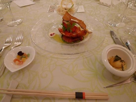 Shin-Yokohama Kokusai Hotel : オマール海老とアメーラトマトのバジル風味タラバ