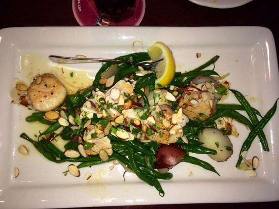 Pappadeaux Seafood Kitchen: Scallops Lecome in a browned butter sauce with capers yum!!!!!!