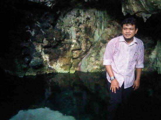Tomia Scuba Dive: Selain pesona bawah laut, wakatobi juga memiliki Gua Kapur dengan air yang jernih dan tidak pern