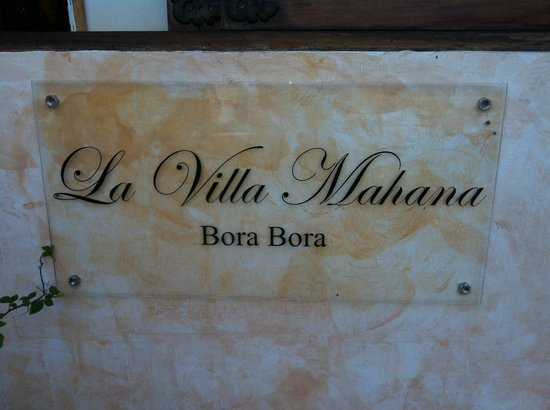 La Villa Mahana: Welcome Sign