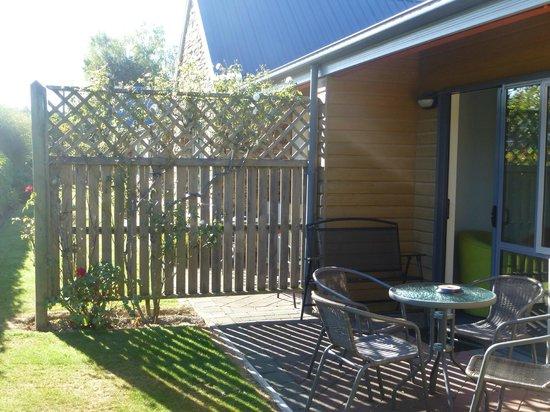 Hanmer Springs Scenic Views Motel: Garden seating