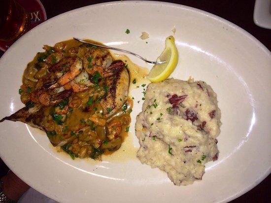 Pappadeaux Seafood Kitchen: Mahi Yvette and mashed potatoes