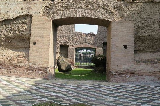 Thermes de Caracalla : impressive amount of tile survived on the ground