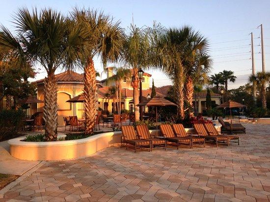 WorldQuest Orlando Resort : Pool and Grounds Area