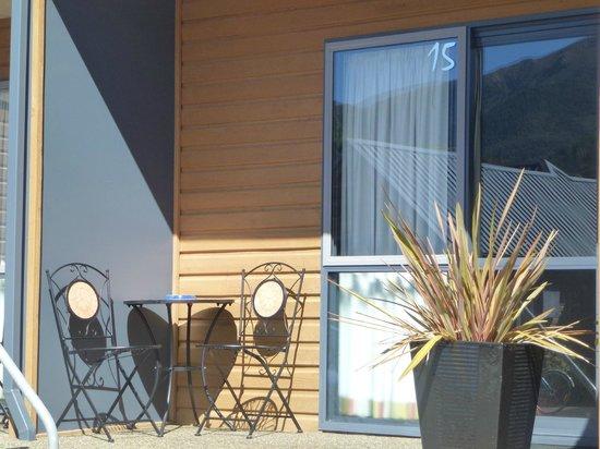 Hanmer Springs Scenic Views Motel: Studio patio