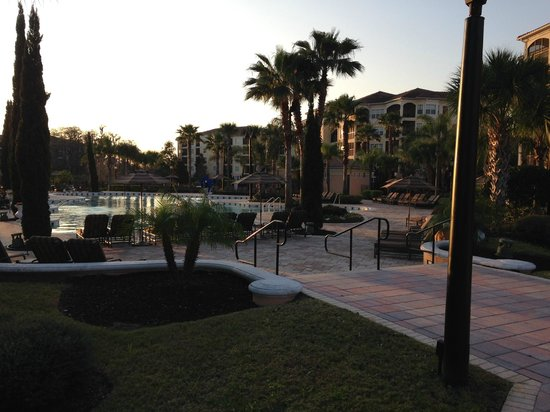 WorldQuest Orlando Resort: Pool and Grounds Area