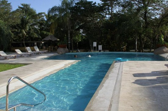 Wyndham Garden Playa Del Carmen: Enjoying a swim