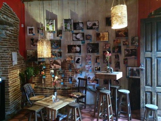 Exposición fotográfica en El Cau AMAMANTARTE inauguración  el viernes 21 de marzo a las 18h