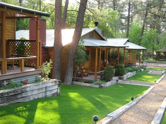 Ruidoso Lodge Cabins: Front