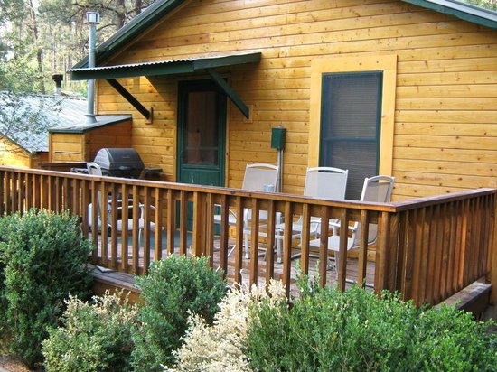 Ruidoso Lodge Cabins: Deck-- with table, chairs and a grill.