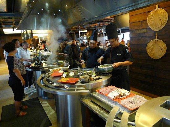 DoubleTree by Hilton Kuala Lumpur: Breakfast restaurant