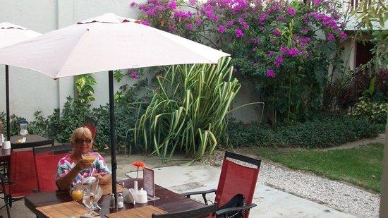 Hotel Liberia: Cheers!