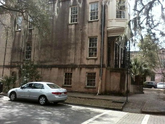 Blue Orb Savannah Ghost Tours: Apparition is visible in the large lower window on the right