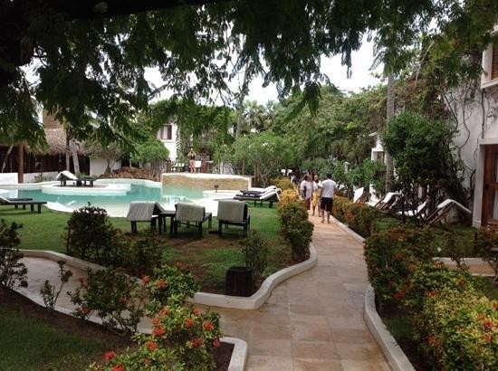 My Blue Hotel: vista da recepçao em direção a praia