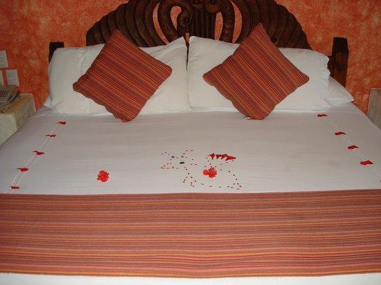 Aura del Mar Hotel : King Size Bed