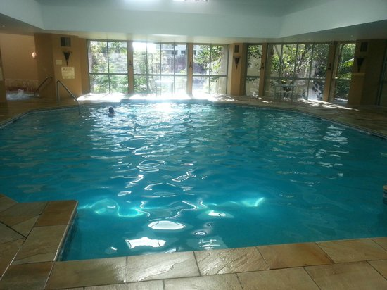 Mantra Sun City: Indoor pool, it is a bit bigger than this photo