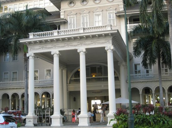 Moana Surfrider, A Westin Resort & Spa: The front