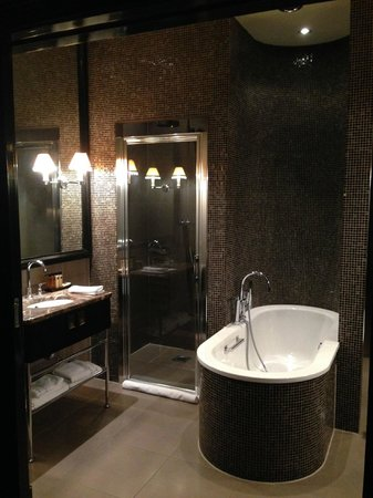 The College Hotel: Bathroom