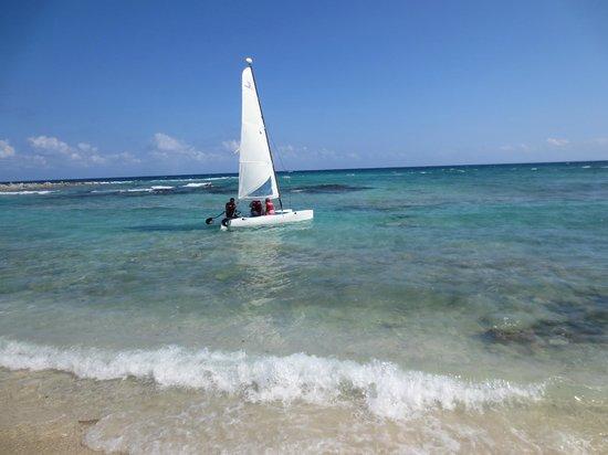 Catalonia Yucatan Beach: Caramaran