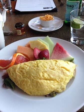 La Valencia Hotel: breakfast - yum