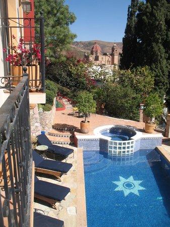 Casa Estrella de la Valenciana: View of pool and cathedral from dining area