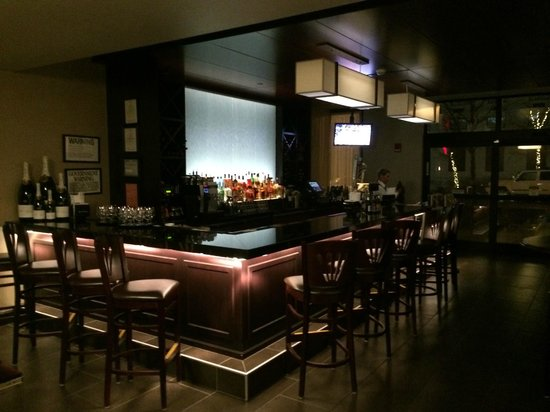 Savor: Attractive intimate bar