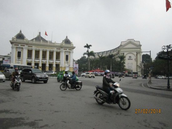 Hanoi Opera House: Next to Hilton Hotel