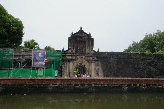 Intramuros: A the gate