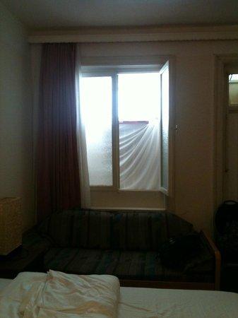 Hotel Bee Fang: Habitaciones sin ventanas directas