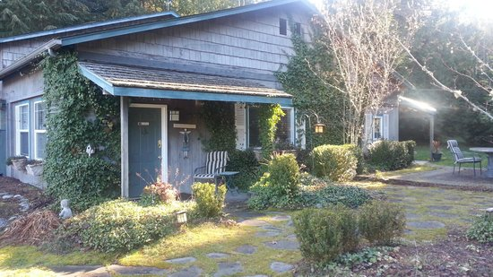Lost Mountain Lodge: Guest Cottage: 2 bedrooms, liv room, big kitchen, 2 patios