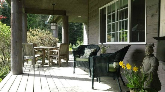 Lost Mountain Lodge: Waiting for you, lattes on front porch overlooking garden