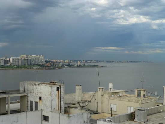Punta Trouville Hotel: view of river plate from rooftop terrace