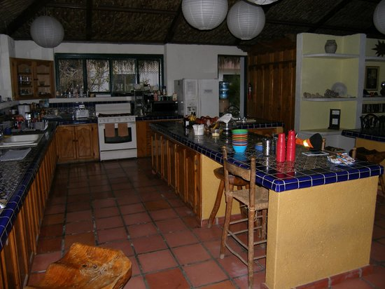 Casabuena Bed and Breakfast: Community Kitchen