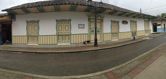 La Posada del Cafe: Vista Frontal de la Casa