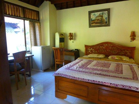 Indraprastha Home Stay: Room