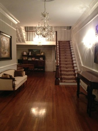 The Twelve Oaks Bed & Breakfast: Beautiful Foyer