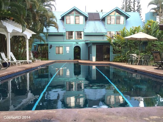 Hale Akua Garden Farm: HAGF pool and Cabana rooms building