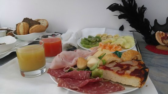 La Ciliegina Lifestyle Hotel : Half of the breakfast that was delivered to our room!