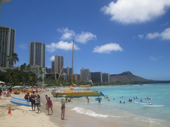 The Royal Hawaiian, a Luxury Collection Resort: Waikiki Beach...You can see Diamond Head
