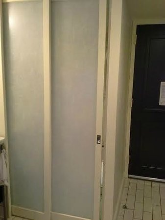 W Atlanta - Buckhead: Partition that divides showr/toilet from sink and bedroom.