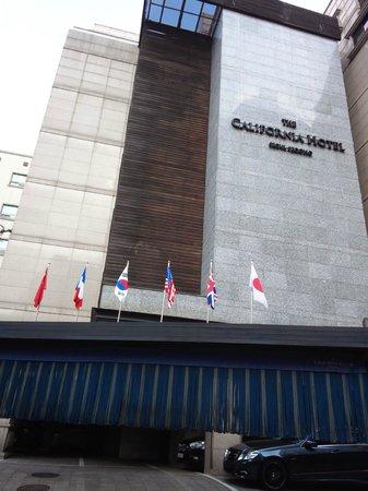 The California Hotel Seoul Seocho: ホテルロビー入り口