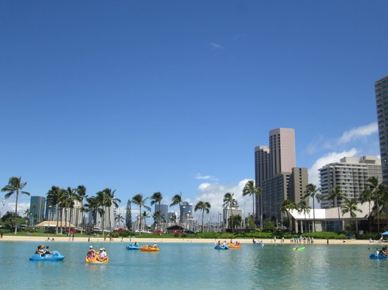 The Royal Hawaiian, a Luxury Collection Resort : Hilton Hotel Lagoon...very nice