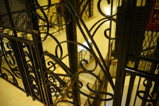 Raffles Grand Hotel d'Angkor: エレベーター