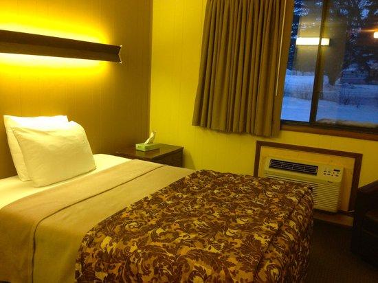 Bilmar Motel & Smuggler's Bar and Grill: Single Econmy room