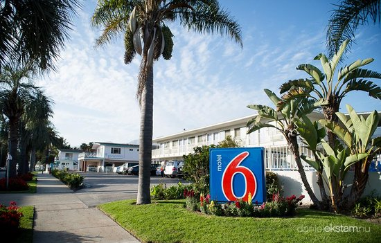 Motel 6 Santa Barbara - Beach: Välkomnande skylt