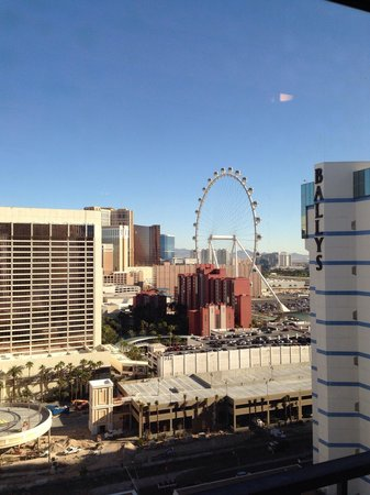 Bally's Las Vegas Hotel & Casino: View from Bally's south tower overlooking the High Roller